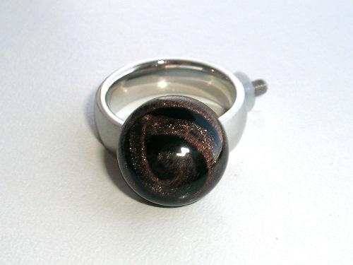 Ringtop spiraal, zwart en goud, handgemaakt glas