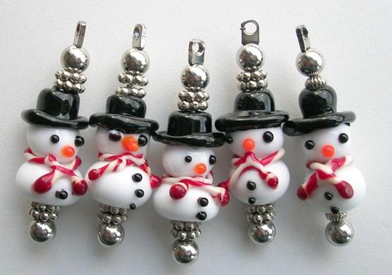Glaskralen Frosty sneeuwpoppen met rode sjaals